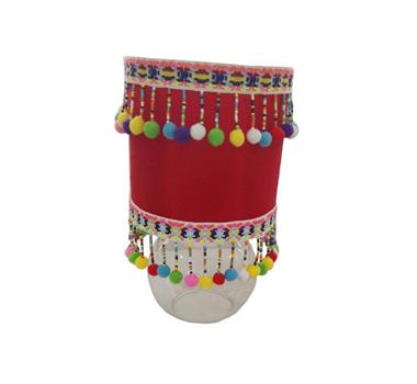 Lámpara de mesa pompones roja